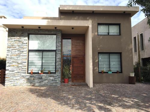 Casa En Barrio Cerrado Dorrego Quilmes