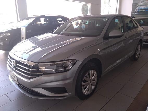 Volkswagen Nuevo Jetta Trendline 1,4 Turbo At 2020