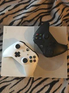 Xbox One S 500gb 2 Joysticks