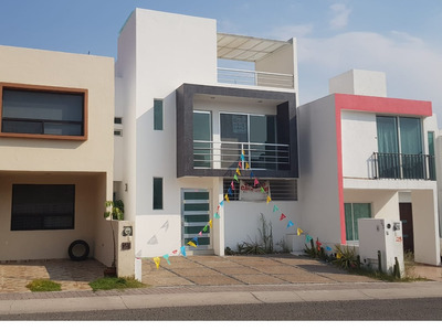 Preciosa Casa Con Roof Garden En El Mirador, 3 Recámaras, 3 Baños, Jardín, Lujo