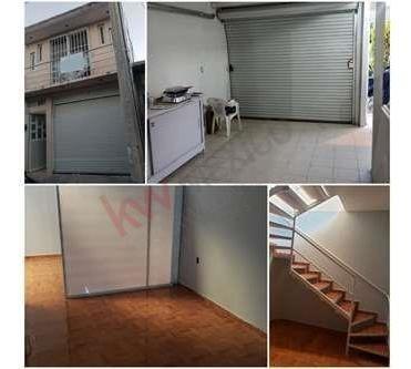 Excelente Oportunidad De Inversión Casa En La Pradera Con Opción A Negocio Y Renta De Departamentos!!!!!