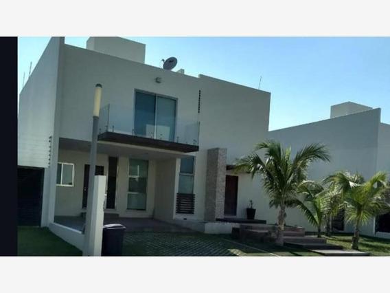 Casa Sola En Renta Club Azul
