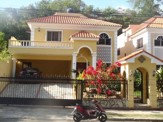 Amplia Casa En Arroyo Manzano