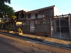 Casa En Venta En Trigal Norte, Valencia Carabobo 20-4341 Em