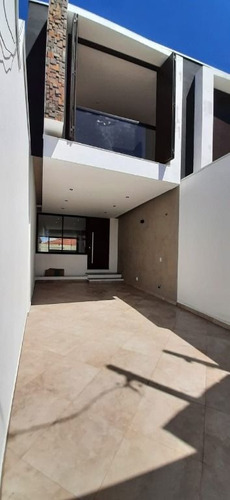 Imagem 1 de 16 de Sobrado Na Mooca Com 3 Dorms Sendo 1 Suíte, 2 Vagas, 170m² - So0915