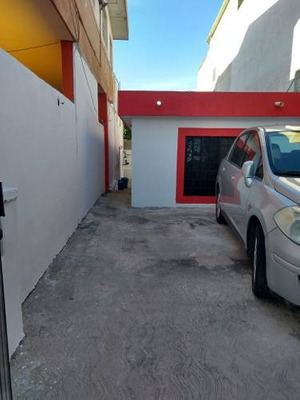 Renta De Casa Amueblada En Jardines De Chuburna, Mérida