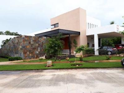 Se Vende Casa Con 4 Habitaciones Y Piscina En Yucatan Country Club