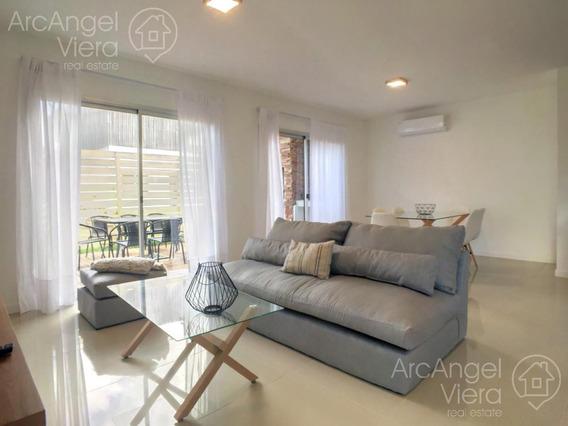 Departamento De 3 Dormitorios En Alquiler Anual En Punta Del Este , Pinares
