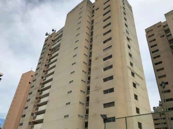 Apartamento Duplex En Playa Grande. 04142250913