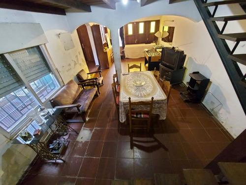 Casa  A Reparar P Unico-si Banco  2 Plantas  140 M2. .3 Dorm