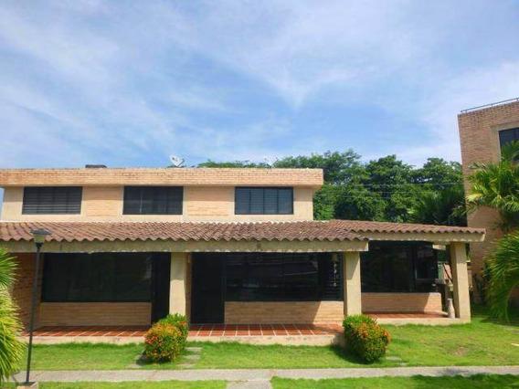 Casa En Venta 4 Habitacion,5 Baños, Los Canales De Rio Chico
