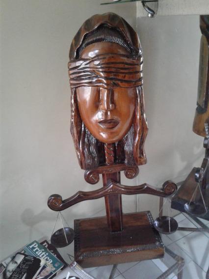 Estátua Da Deusa Da Justiça De Madeira Maciça