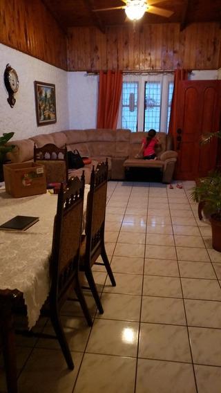 Casa 3 Dormitorios, Un Mezzanine, Cochera 2 Carros, Patio Tr