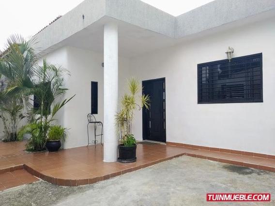 Venta De Casa De 200mts2 Terreno En Maracay.gbf19-9282