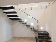 Escaleras Flotantes, Eje Central, Caracol