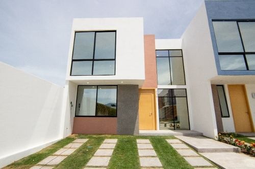 Venta De Casa Con Excelentes Acabados En Fraccionamiento De Puerto Vallarta