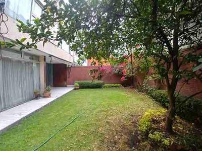 Casa Con Jardín, Entre Periférico Y Gustavo Baz.
