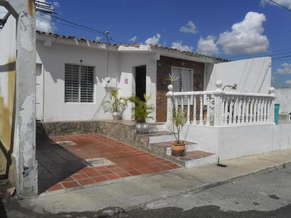 Casa En Venta En Barquisimeto Norte 20-1061 Jg