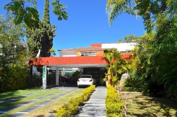 Venta Amplia Y Hermosa Residencia En Valle Real, Zapopan En San Arturo Nte