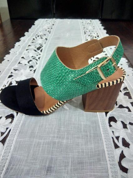 Sandalia Em Couro Verde E Preto Salto Quadrado