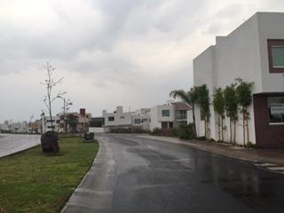Casa Con Acabados De Lujo En Renta En Fracc.refugio Qro. Mex.