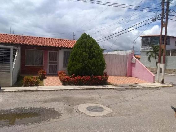 Casa En Venta Zona Este Barquisimeto Lara 20-4640 Rahco