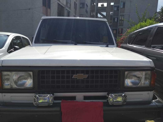 Chevrolet Trooper Standar