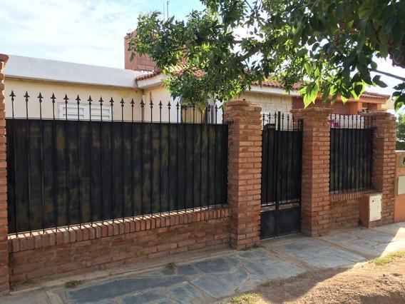 Vendemos Casa Con 3 Departamentos En La Punta San Luis.