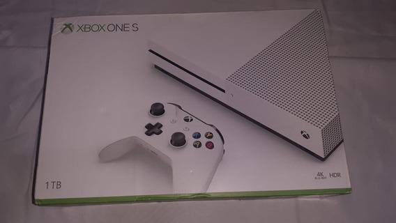 Xbox One S - Hd 1tb - Impecável Com O Jogo Gears Of War 4