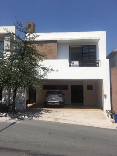 Renta De Hermosa Casa En Zona De Cumbres Madeira, En Monterrey