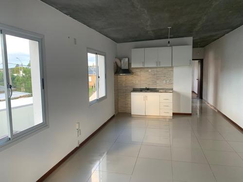 Alquiler Anual Apartamento 2 Dormitorios, Barrio Lausana.