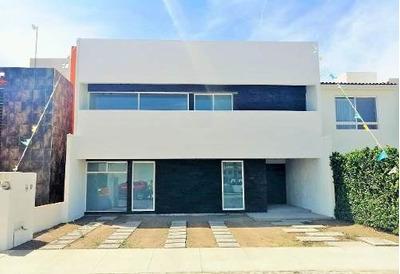 Casa En Fraccionamiento Cerrado A 10 Min. Del Centro De San Juan Del Río