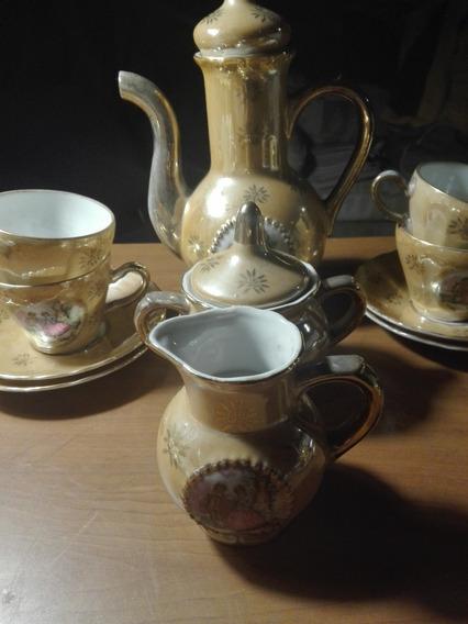 Antiguo Juego De Cafe Con Cafetera, Azucarera, Lechera Y Cinco Tasas C/platos De Porcelana Japonesa Decorada.