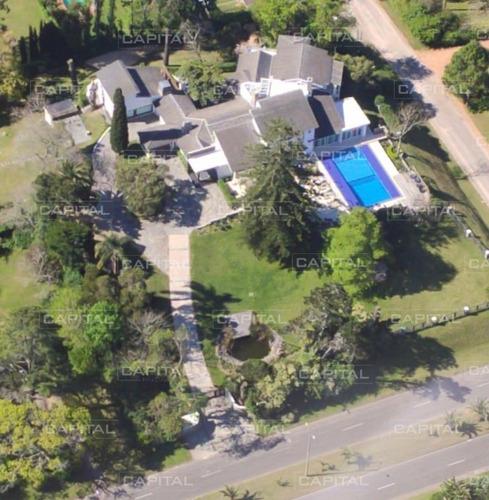 Excelente Casa De Ocho Dormitorios En Venta En El Golf- Ref: 30848