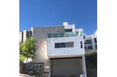 Venta De Hermosa Casa En Monterra En Desarrollos Del Pedregal Zona Diamante
