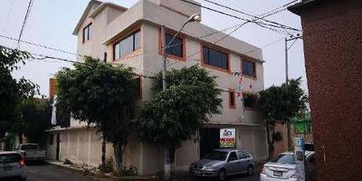 Casa En Renta En Iztapalapa, Colonia Xalpa, A Dos Calles De La Calzada, Tres Niveles Construidos
