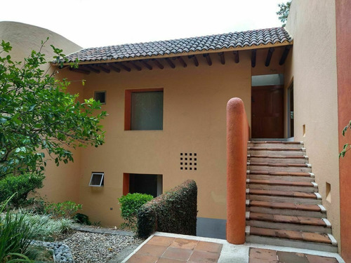 Imagen 1 de 27 de Hermosa Casa Tipo Dúplex Estilo Barragán