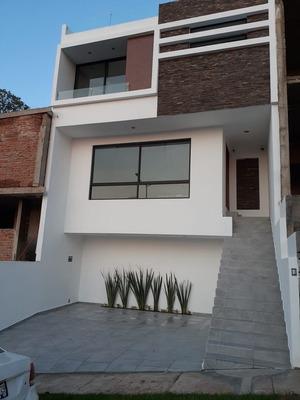 Excelente Casa Nueva Muy Cerca Del Iteso Y Plaza Las Fuentes