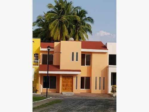 Casa Sola En Renta Renta; En Coto Privado: Residencial Las Joyas, Manzanillo, Colima
