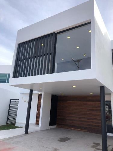 Casa Sola En Venta En Lombardía, Irapuato, Guanajuato