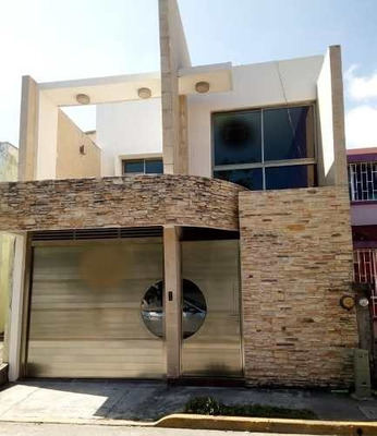 Venta De Casa Remodelada En Fraccionamiento Casas Díaz, Veracruz