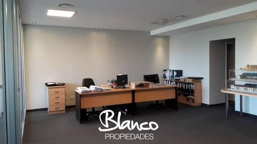 Oficina En Edificio De Categoría En Pilar - Paralelo 50
