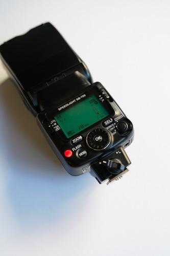 Flash Nikon Sb700 Speedlight + Rebatedor De Brinde