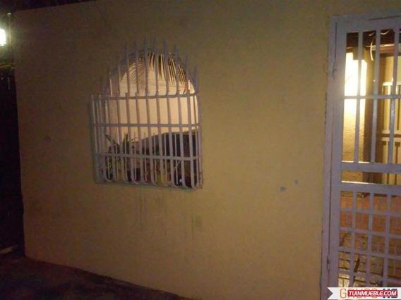 Casa En La Urbanización Vista Hermosa La Victoria