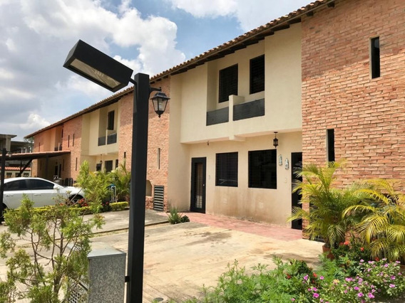Townhouse En Res. Limon Country Cod. Indith-038