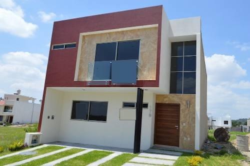 Casa De 4 Habitaciones En Argenta Residencial En Zapopan