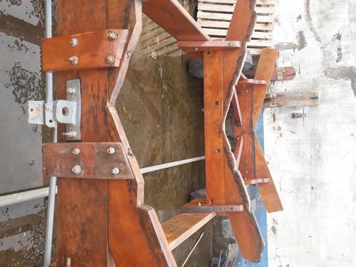 Imagem 1 de 4 de Carreta De Madeira Para Manobras Em Marina.