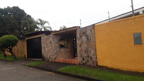 Casa Con Galpon En Colinas De Guataparo - Valencia
