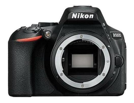Câmera Nikon D5600 C/ Lente Af-p De 18 55mm Vr