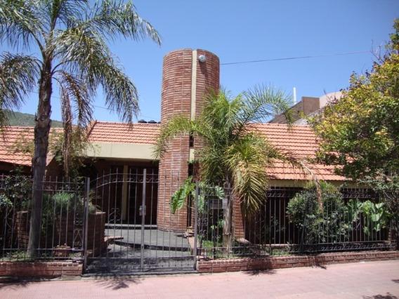 Muy Buena Casa En Carlos Paz, Centrica, Con Pileta, 2019